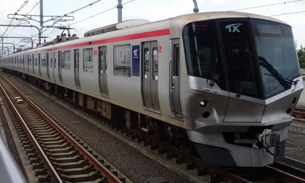 首都圏新都市鉄道つくばエクスプレス線TX-2000系(第61回京成杯オータムハンデキャップ当日)
