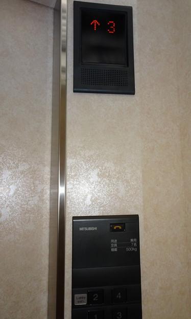 くろよんロイヤルホテル南館のエレベーター操作盤(三菱電機製)