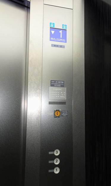 大井競馬場G-FRONTのエレベーター操作盤(フジテック製)