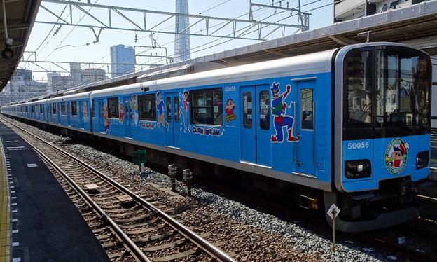 東武スカイツリーライン50050系「クレヨンしんちゃんラッピングトレイン(スカイブルー)」