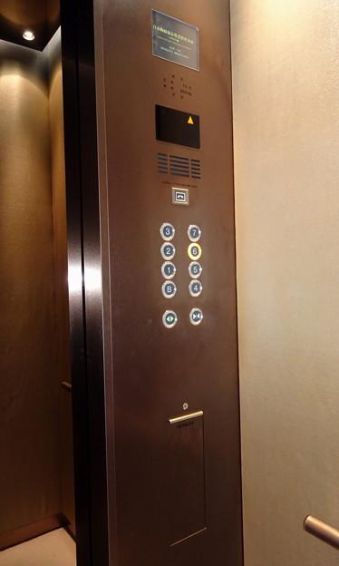 銀座和光本館のエレベーター操作盤(日立製作所製)