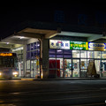 Photos: 昭和の雰囲気漂う、夜のバスストップ。