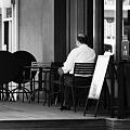 街角のオープンカフェ