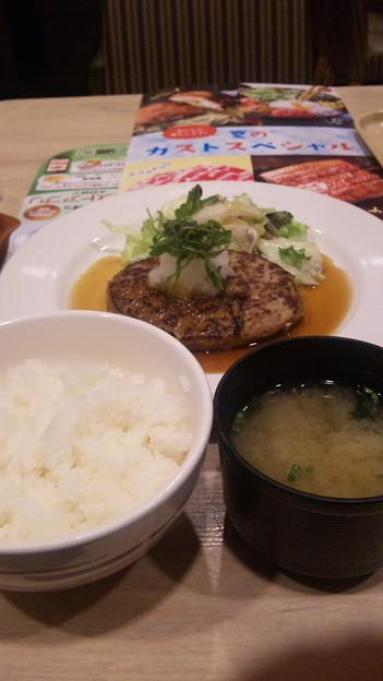 色々話してたらホントに食べたくなったので。ご飯とみそ汁と和風ハン...