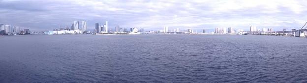 東京湾(小笠原丸より)