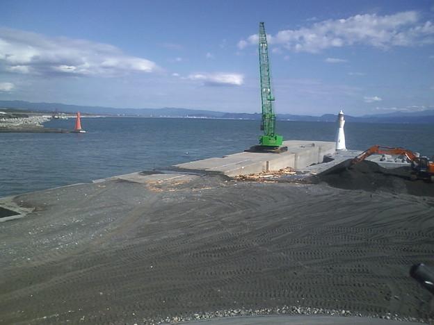 田子の浦港の赤灯台と白灯台