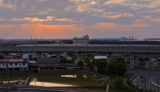 夕暮れの北陸新幹線