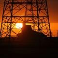 帰り道の夕陽と鉄塔(1)