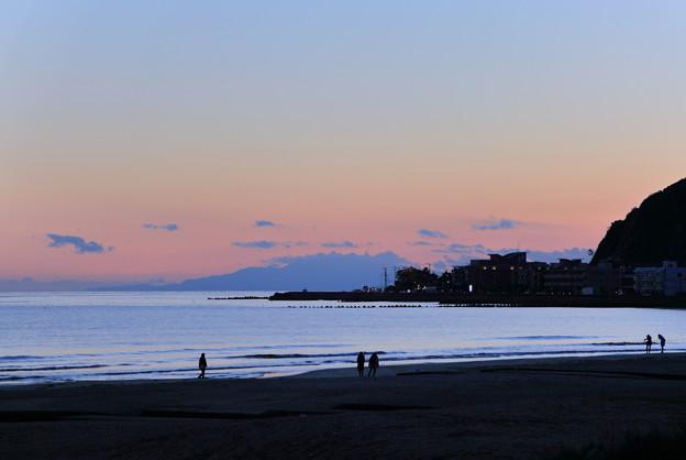由比ヶ浜の夕暮れ(2)
