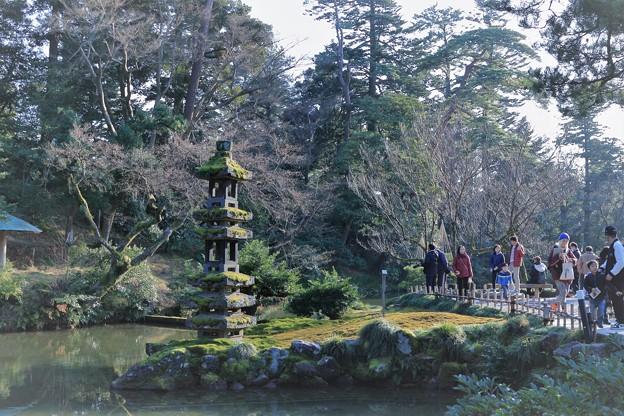 写真: お正月の兼六園 瓢池