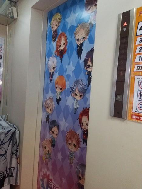 写真: エレベーターにも13兄弟が\(^o^)/