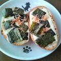 Photos: フランスパンにとろけるチーズ、海苔、干し海老をのせました