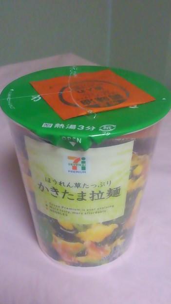 【今日の昼飯】東京都渋谷区千駄ヶ谷の、明星食品 セブン&アイ・プレミアム ほうれん草たっぷり かきたま拉麺。 これ、地味に美味しいw