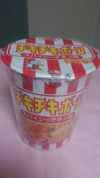 【今日の昼飯】大阪府吹田市江坂町の、エースコック チキチキボーン スパイシーチキン味ラーメン 日本ハム×エース あの味わいがカップ麺に。