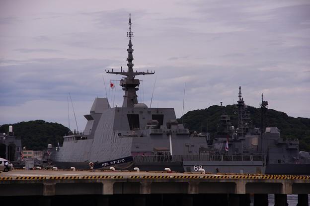 ヴェルニー公園から見る逸見岸壁のシンガポール海軍イントレピット・・20140824
