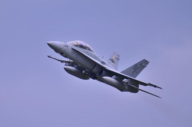3機目が一番いい角度で厚木R/W01テイクオフ VMFA242 BAT DT04 ?・・20140830