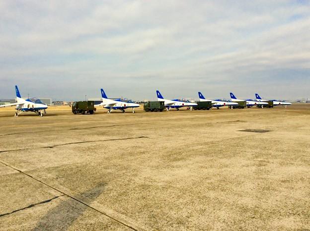 小牧で44年ぶりに飛行展示するブルーインパルス。。3月15日
