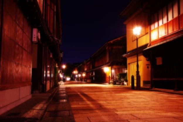 夜も遅くなってさらに静寂になるひがし茶屋街・・20140919
