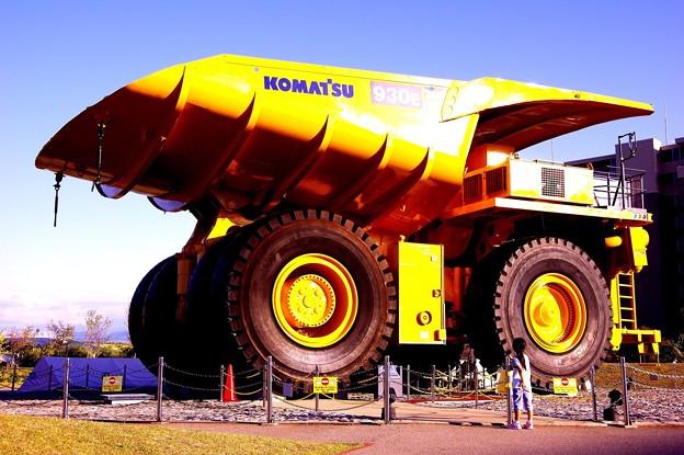見れば見るほど。。デカイ世界最大級の超大型ダンプ930E