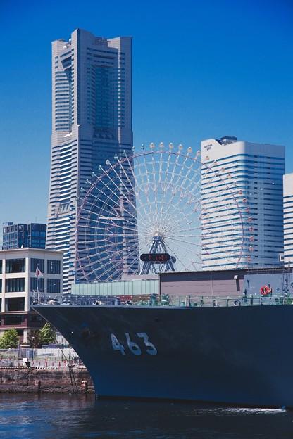 青空なみなとみらいと海上自衛隊掃海母艦うらが。。5月30日