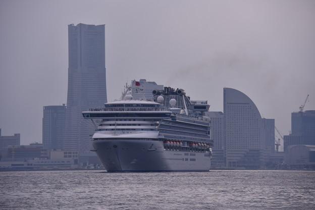 撮って出し。。連休の中日 横浜港 ダイヤモンドプリンセス号 出航 7月17日