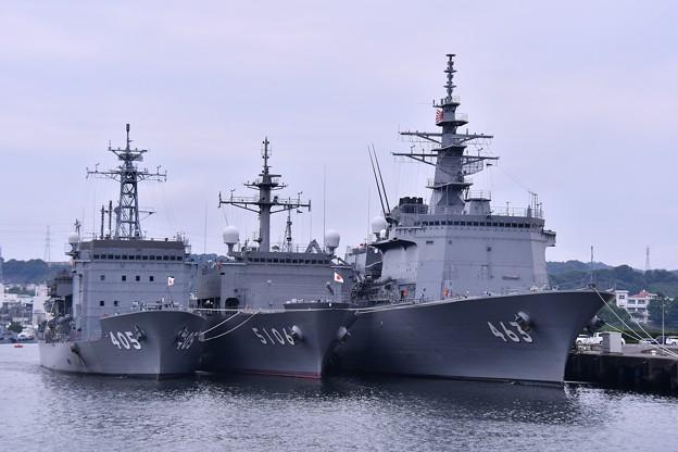 Photos: 田浦港に停泊する潜水艦救難母艦ちよだ 海洋観測艦しょうなん 掃海母艦うらが。。20160619