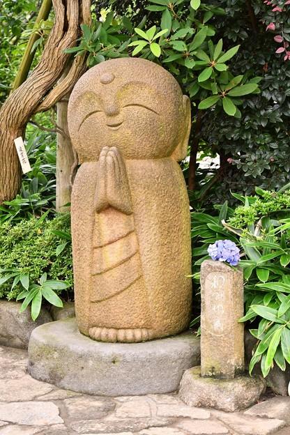 長谷寺の今やキャラクターな微笑み地蔵さん。。20160624