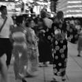 モノクロの風景。。靖国神社みたままつり 浴衣美女たち。。20260716
