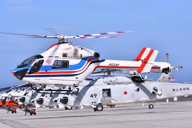 報道ヘリ。。朝日新聞社ヘリコプター到着。。