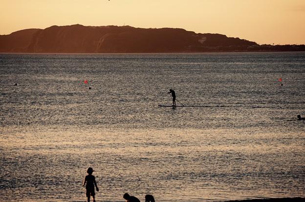 夕暮れの海でスタンドアップパドルサーフィン。。20160730