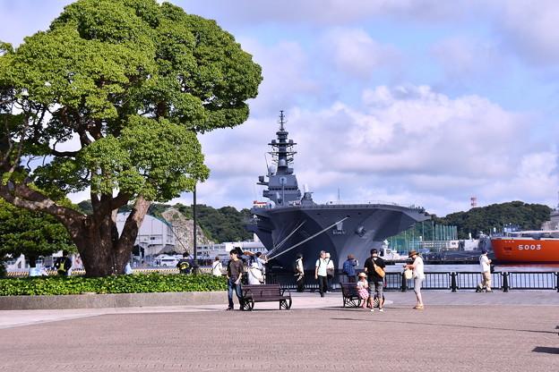 夏の横須賀ヴェルニー公園。。護衛艦いずもとの風景 20160806