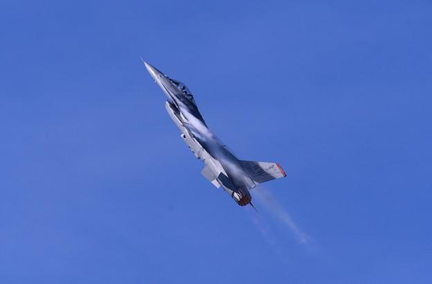 F-16デモストレーションチーム。。太陽の光に