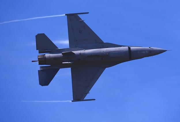 F-16の腹見せ。。デモストレーションチーム