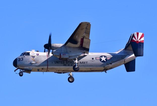 ある日の厚木基地。。空母から帰投する米海軍C-2Aグレイハウンド輸送機 アプローチ 20161112