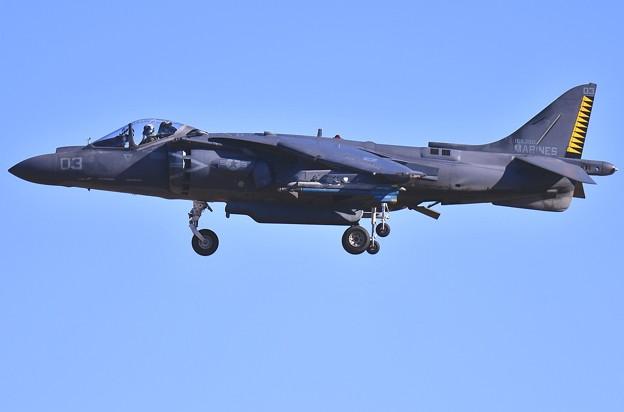 撮って出し。。今日の厚木基地 北海道千歳から給油で来た米海兵隊ラスティのハリアー 1機目降り 12月16日