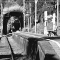 モノクロの風景。。大井川鉄道 日本一短いトンネルがある駅。。