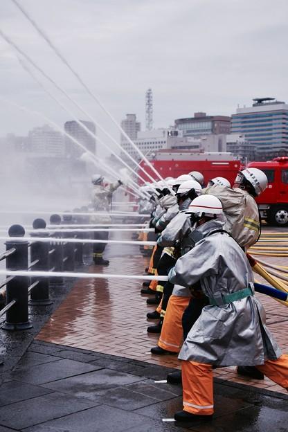 横浜消防出初式。。陸からの一斉放水。。20170108