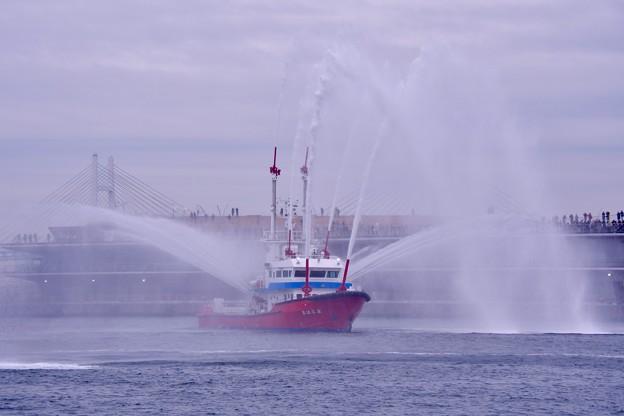 横浜消防出初式。。一斉放水 消防艇よこはまからの放水デモ。。20170108