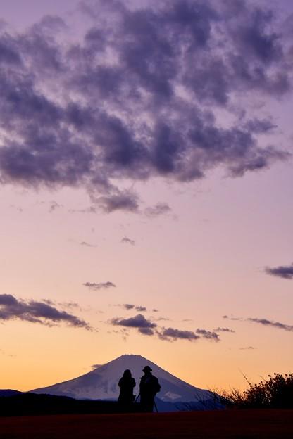 夕焼け空に覆われて富士山。。吾妻山公園 20170121