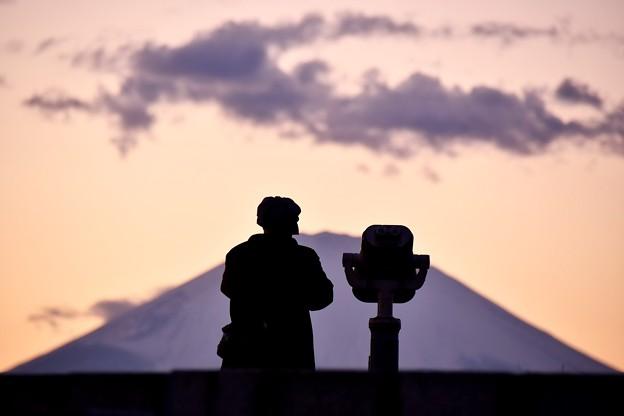 夕焼けの富士山を眺めて。。吾妻山公園20170121