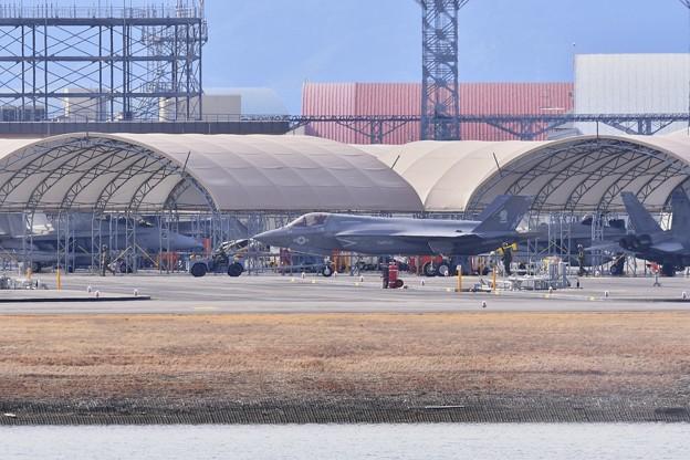 岩国遠征2日目。。この日は朝から機体清掃。。米海兵隊F-35Bライトニン?。。20170209