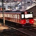 今や東武鉄道ものり入れる田園都市線 しんちゃんカラー赤 201702011