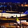 来日中のサウジアラビア国王御一行様。。サウディアの航空機 夜の羽田空港 3月14日