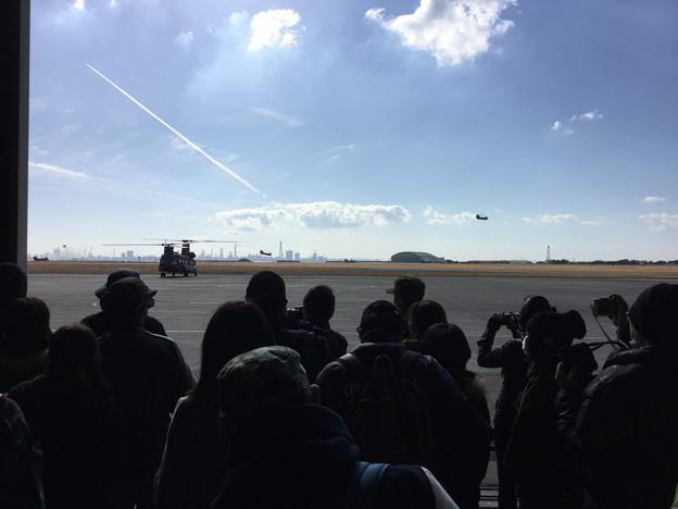 木更津航空祭。。チヌーク体験飛行待ちのハンガー。。(^^)