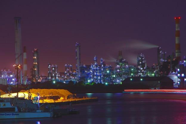 川崎水江運河沿いある京浜工業地帯の工場夜景20170304
