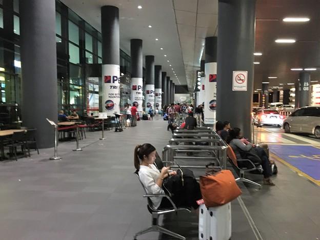 クアラルンプール空港のファミリーマートとセブンイレブン (1)