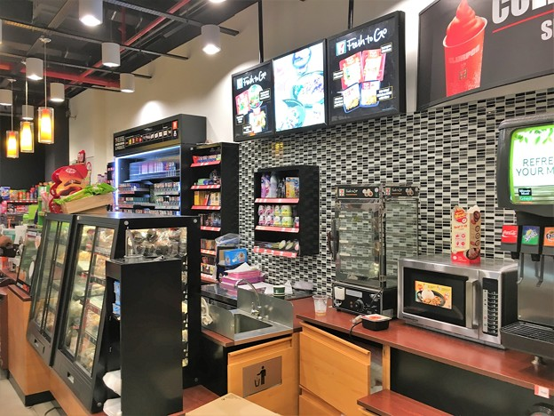 クアラルンプール空港のファミリーマートとセブンイレブン (4)