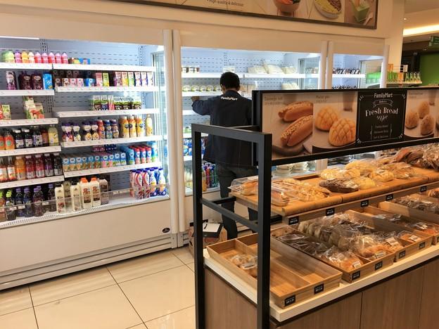 クアラルンプール空港のファミリーマートとセブンイレブン (9)