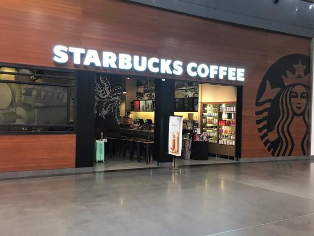 マレーシア クアラルンプール空港で一服 (7)