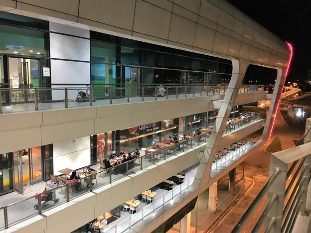 マレーシア クアラルンプール空港で一服 (9)